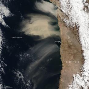Inusual nube de polvo frente a la costa chilena